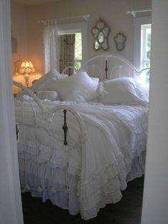 Farmhouse Rustic Style Bedroom Decorating Ideas