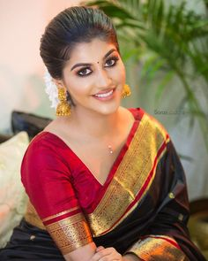 Very Simple Daily Use Sari Blouse Designs - Indian Fashion Ideas Beautiful Girl Indian, Beautiful Girl Image, Beautiful Saree, Beautiful Indian Actress, Simply Beautiful, Beautiful Women, Sari Blouse Designs, Bridal Blouse Designs, Beauty Full Girl