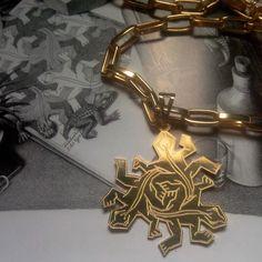 Pingente inspirado nos Répteis do Escher. #Escher #reptiles #lizard #semijoias #ouro