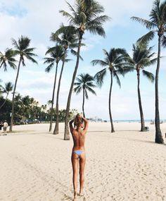 on the beach. The Beach, Beach Girls, Beach Bum, Summer Beach, Summer Vibes, Paradis Tropical, Foto Casual, Beach Poses, Photos Voyages