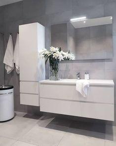 19 Minimalist home decor ideas - Classy and not basic Bathroom Design Luxury, Modern Bathroom Design, Bad Inspiration, Bathroom Inspiration, Upstairs Bathrooms, Small Bathroom, Light Grey Bathrooms, Toilette Design, Minimalist Home Decor