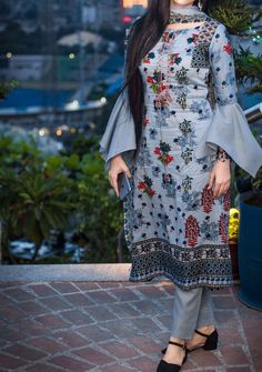 Stunning and Unique Sleeves Designs for Dresses - Kurti Blouse Salwar Designs, Simple Kurti Designs, Kurta Designs Women, Kurti Designs Party Wear, New Kurti Designs, Indian Gowns Dresses, Indian Fashion Dresses, Indian Designer Outfits, Dress Indian Style