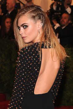 New Year's hairstyle: the braid of Cara Delevingne Source by Party Hairstyles For Long Hair, New Year Hairstyle, Wedding Hairstyles, Cute Celebrities, Celebs, Celebrity Wedding Hair, Competition Makeup, Cara Delevingne Style, Afro Braids