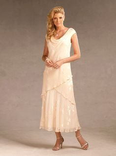 Mother of the bride dresses can be found easily. It should not resemble the bride dress and the bridesmaids dresses. Mother of the bride dresses should be worn with some accessories. Mother In Law Dresses, Mother Of Bride Outfits, Mothers Dresses, Mother Of The Bride, Grooms Mother Dresses, Mob Dresses, Tea Length Dresses, Bridesmaid Dresses, Wedding Dresses