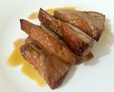 Aprende a preparar lomo de cerdo acaramelado al horno con esta rica y fácil receta. Para empezar a realizar el lomo de cerdo y la reducción de naranja, el primer pas...