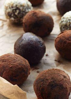 Get the Sirtfood Diet Chocolate Bites recipe http://www.yellowkitebooks.co.uk/wellbeing/healthy-eating/sirtfood-bites-recipe/