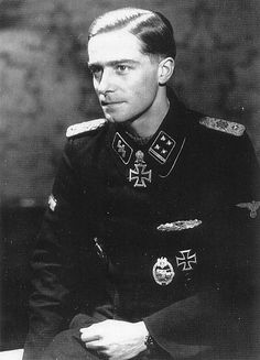 SS-Obersturmbannführer Joachim Peiper - The brave soldier. Joachim Peiper, German Soldiers Ww2, German Army, Germany Ww2, Honor Guard, German Uniforms, Ww2 Uniforms, Ww2 Photos, The Third Reich