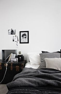 ETC INSPIRATION BLOG INTERIOR DESIGN SIMPLE HOUNDSTOOTH PRINT PILLOW TRUNK SIDE TABLE WOOL THROW VIA LILY.FI