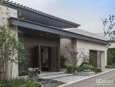 南京九间堂别墅是延续上海九间堂别墅的设计理念,将现代装饰方法与中式家居风格混搭,希望用现代手法完成中式传统理念的全新演绎,同时给整个建筑加上流畅的中式元素。