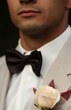 accessories (groom's), groom, tuxedo, boutonniere, bow tie, rustic, Orange County, California