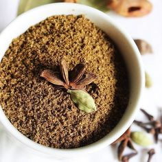 Biryani masala powder or chicken masala powder is a spice mix that is used to prepare fragrant biryani rice like chicken biryani or vegetable biryani. It can also be used to make chicken masala curry. Masala Tea, Masala Spice, Masala Powder Recipe, Masala Recipe, Tandoori Masala, Garam Masala, Masala Curry, Homemade Spices, Homemade Seasonings