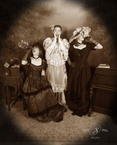 At Silk's Saloon Olde Tyme Photos in Glenwood Springs, CO at Glenwood Caverns Adventure Park Girl Photo Shoots, Girl Photos, Family Photos, Old Time Photos, Photo Backdrops, Portrait Photo, Vintage Photography, Vintage Photos, Colorado