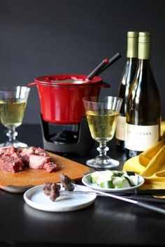Oil fondue to cook meats and vegetables Oreo, Feta, Broth Fondue Recipes, Food Network Recipes, Cooking Recipes, How To Cook Shrimp, Grilled Vegetables, The Fresh, Recipes