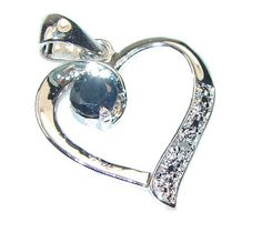 Suze likes, loves, finds and dreams: Giveaway: Heart Shaped White Topaz & Onyx Sterling Silver Pendant