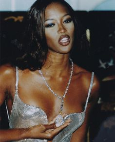 supermodels 13 Life Lessons We Learned From Naomi Campbell, Catwalk Queen of Shade Rave Shirts, Lauren Hutton, Fashion Guys, 90s Fashion, School Fashion, Fashion Black, Runway Fashion, Linda Evangelista, Christy Turlington