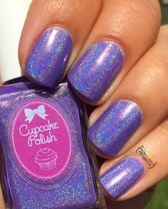 A creamy pastel purple linear holographic polish.Finish: Creamy holographicNumber of coats: 2Holographic effect: MediumTexture: SmoothTop Coat: Recommended Staining: None reported