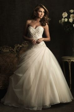 Another gorgeous dress!