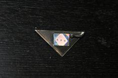 Sieh dir dieses Produkt an in meinem Etsy-Shop https://www.etsy.com/de/listing/196140895/brosche-silber-schiefer-hologramm-wurfel