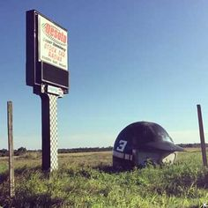 Visit reports, news, maps, directions and info on Giant Helmet in Bradenton, Florida. Roadside Attractions, Central Florida, Medieval, Helmet, Castle, Outdoor Decor, Architecture, Big, Arquitetura