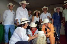 Cerca de 500  artesanos se beneficiarán con denominación de origen del  Sombrero  Suaza. SUZONAcom · Artesanías Colombianas e8969737d0b