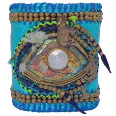 Perhaps an illusion. Fashion Bracelets, Bangle Bracelets, Bangles, Bohemian Gypsy, Bohemian Style, Petra, Eye Of Horus, Best Wear, Leather Cuffs