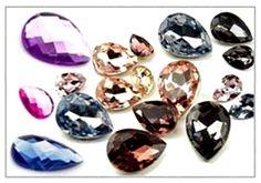 """Rakúske kryštály sa vyznačujú kvalitným výbrusom a nádherným leskom kryštálov. Rakúske kryštály dodávajú šperkom jedinečnosť a eleganciu. Rakúske kryštály označované ako """"Original Austrian Crystal""""  dodávajú našim šperkom vysoký lesk a žiarivosť. www.luxusne-doplnky.eu"""