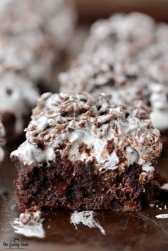 A recipe for Chocolate Ooey Gooey Bars that everyone will love with brownies on the bottom, marshmallow cream in the middle and Cocoa Pebbles Bars on top. Ooey Gooey Bars, Gooey Brownies, Chocolate Brownies, Chocolate Desserts, Cocoa Chocolate, Chocolate Heaven, Chocolate Cheesecake, Vegan Chocolate, Brownie Recipes