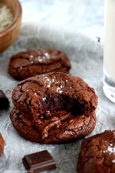 Feast your eyes on these decadent brownie-like chocolate cookies with crackly crusts and chewy fudgy centers. A must try recipe for all chocolate lovers! Chocolates, Shortbread Cake, Cookie Recipes, Dessert Recipes, Bakery Recipes, Levain Bakery, Bite Size Cookies, Easy Carrot Cake, Chocolate Brownie Cookies