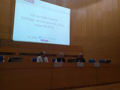 Inaugurando las XIII Jornadas de Expania en Santiago de Compostela, 2016. Con Gaspar Olmedo, Nieves González Fdez.-Villavicencio y Carlos G. Guitián