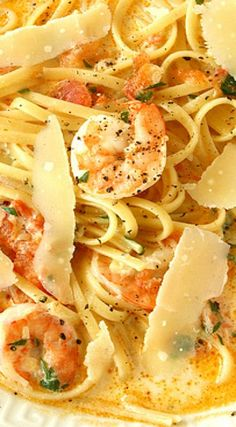 Recipe for Bitchin Kitchens Fettuccine Rose with Shrimp - A delicious garlicky and fabulous seafood dish from Bitchin Kitchen Cookbook: Rock Your KitchenAnd Let the Boys Clean Up the Mess Fish Recipes, Seafood Recipes, Pasta Recipes, Soup Recipes, Great Recipes, Cooking Recipes, Healthy Recipes, Slow Cooking, Shrimp Dishes