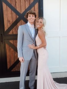 pin↠juliatops vsco↠juliatops - Homecoming pictures - Source by outfits Prom Pictures Couples, Prom Couples, Cute Couples Photos, Prom Photos, Prom Pics, Cute Homecoming Pictures, Family Pictures, Pretty Prom Dresses, Homecoming Dresses