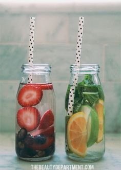Fruit infused water ideas 7 and 8 minded фруктовая вода, вку Fruit Drinks, Non Alcoholic Drinks, Detox Drinks, Yummy Drinks, Healthy Drinks, Healthy Snacks, Beverages, Cocktails, Infused Water Recipes