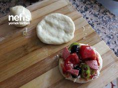 Tavada 5 Dakikada Mini Pizzalar - Nefis Yemek Tarifleri Pizza, Projects, Turkish Language, Ham, Log Projects, Blue Prints