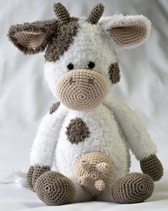 Cow form (minus the udders). Crochet Cow, Cute Crochet, Crochet Dolls, Crochet Toys Patterns, Amigurumi Patterns, Knitting Patterns, Knitted Animals, Crochet Projects, Crocheting