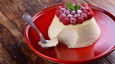 Canal cocina Flan de queso con frambuesas de Cocinamos contigo, postre con toffee para una cena elegante con familia o amigos.