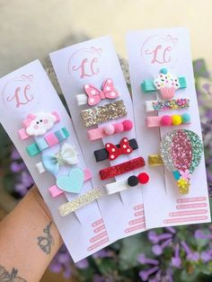 Make your own beautiful diy personalized hair accessories Diy Hair Bows, Making Hair Bows, Diy Bow, 5 Min Crafts, Diy And Crafts, Vintage Baby Headbands, Felt Hair Accessories, Cartoon Hair, Baby Hair Clips