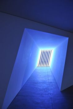 Dan Flavin, fluorescent corridor