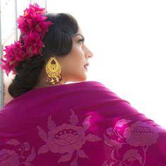 Qué nos gusta el color buganvilla!! Este año después de una gran petición de clientas, vais a tener la flor buganvilla para flamenca😍😍.… Moda Floral, Flamenco Dancers, Instagram, Orange Blossom, White People, Colors, Fotografia