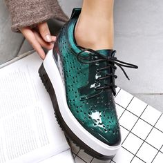43 Casual Comfortable Shoes To Inspire Every Girl – New Shoes Styles & Design 43 Casual Comfortable Shoes To Inspire Every Girl shoes womenshoes footwear shoestrends Dad Shoes, Girls Shoes, Ladies Shoes, Pretty Shoes, Cute Shoes, Shoe Wardrobe, Women Oxford Shoes, Everyday Shoes, Asos