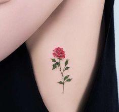 tatuajes de rosas en el hombro para mujeres