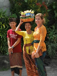 Founder Kimberley and local staff member Komang together with local helper Agung are ready to go to the temple. #vpbali #culture #hindu #bali #temple