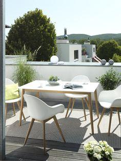 #Weiß – die Farbe des #Sommers. Noch mehr #Leichtigkeit auf den #Balkon zaubert diese Ess-Tisch-Kombination.