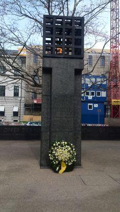 Der neu gestaltete Platz der Opfer des Nationalsozialismus, kurz nach seiner Einweihung im Januar 2014.