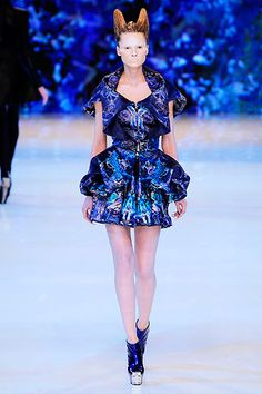 Alexander McQueen Spring 2010 Ready-to-Wear Collection Slideshow on Style.com