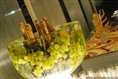 12 ideas originales para tener una barra de bebidas inolvidable #drinks #bebidas #pinky #girly #sweetdrink #alcohol #party #funday #funtime #friends #wedding  #novia #boda #matrimonio #matrimoniocompe #openbar #weddingbar #happyhour Happy Hour, Ideas Originales, Alcohol, Wet Bars, The Originals, Bebe, Rubbing Alcohol, Liquor