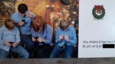 funny christmas photo ideas 4- texting