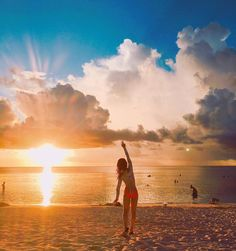 Instagram의 이공아님: #어떻게#넘나#우울#세시반#스스로#기상#출근#여름휴가#끝#1년을#기다려야하나요#다음휴가#어디로가지#summer#vacationtime#guam#tumon#beach#sunset#sky