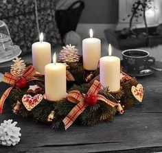 Surprise your friends and family this year and create a stylish Christmas decoration with the traditional warmth by making a craft of an advent wreath with candles. Christmas Advent Wreath, Noel Christmas, Christmas Candles, All Things Christmas, Christmas Crafts, Christmas Decorations, Diy Advent Wreath, Christmas Night, Holiday Wreaths