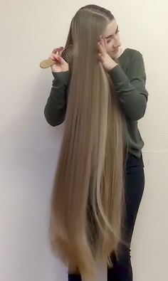 VIDEO - Anastasia's hair play and braid - RealRapunzels Rapunzel Hair, Velvet Hair, Playing With Hair, Long Braids, Hair Play, Very Long Hair, Silky Hair, Beautiful Long Hair, Her Hair