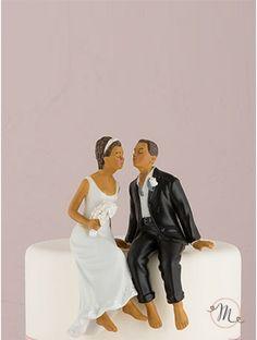 Cake topper - sposi etnici. Romantico, originale e personalizzabile. In porcellana dipinta a mano, questo cake topper appartiene all'esclusiva collezione Weddingstar.  Misure: h10.5 cm x18.5 cm. Personalizzazione Gratis! #caketopper #cake #topper #wedding #matrimonio #weddingideas #ideasforwedding #figurastartanuptcial #hochzeitcaketopper #weddingday